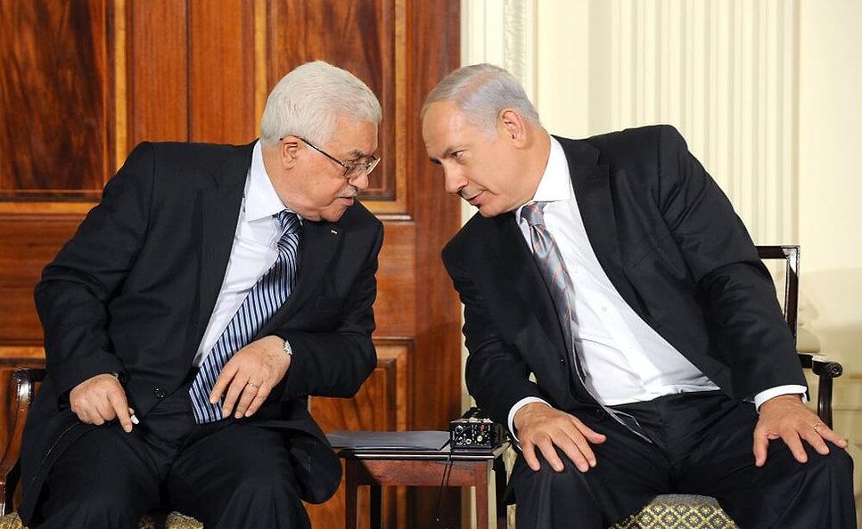 """רה""""מ נתניהו ונשיא הרשות הפלסטינית אבו מאזן בוושינגטון, ב-2010 (צילום: לע""""מ)"""