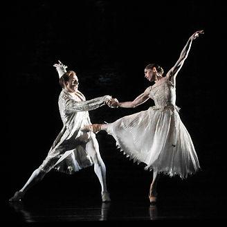 INVITUS INVITAM by Brandstrup ; The Royal Ballet ; Leanne Benjamin and Edward Watson ;  at the Royal Opera House, London, UK ; 15 October 2010 ; Credit: Nigel Norrington