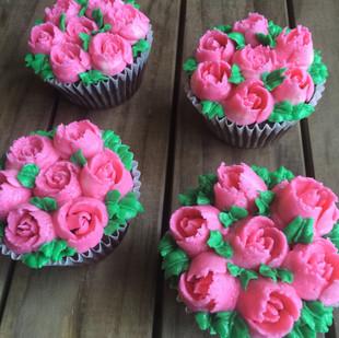 russian tip cupcake.JPG