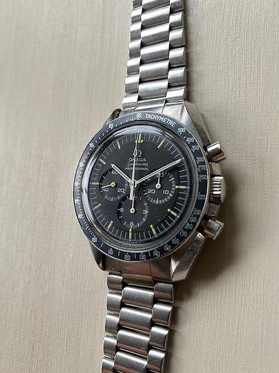 Omega Speedmaster en klocka som vi köper och värderar gratis. Sälja Omega eller Guldomega då har du kommit rätt