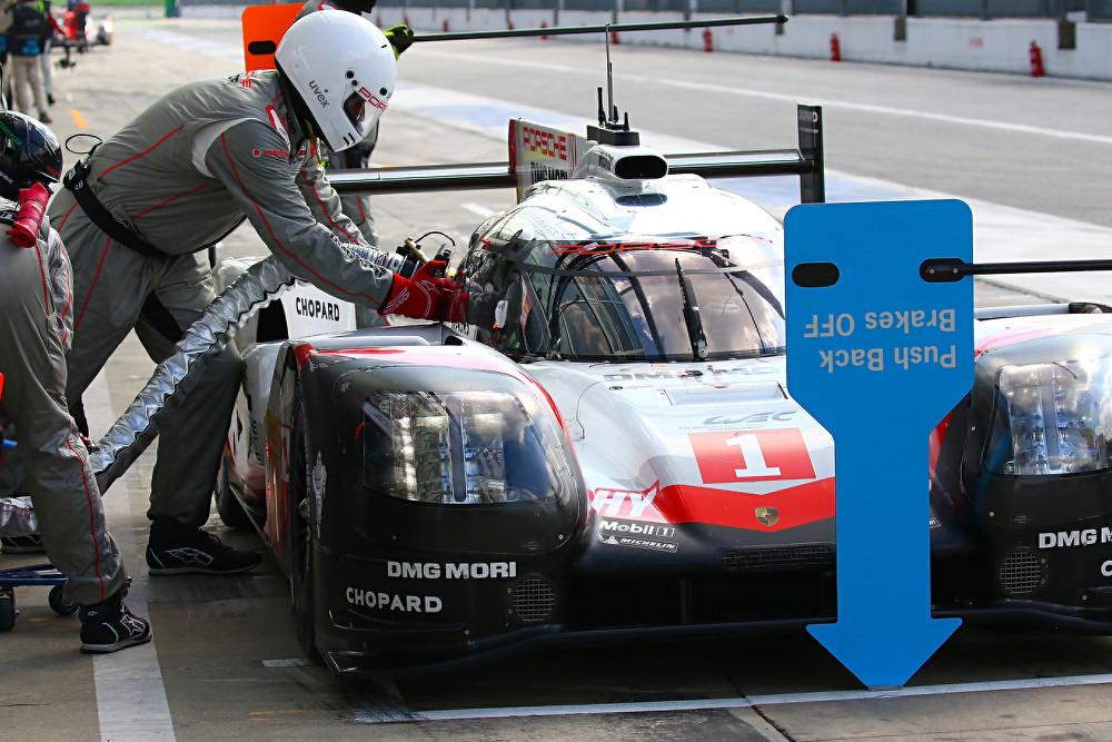 Rifornimento ai box per la 919 Hybrid LMP1