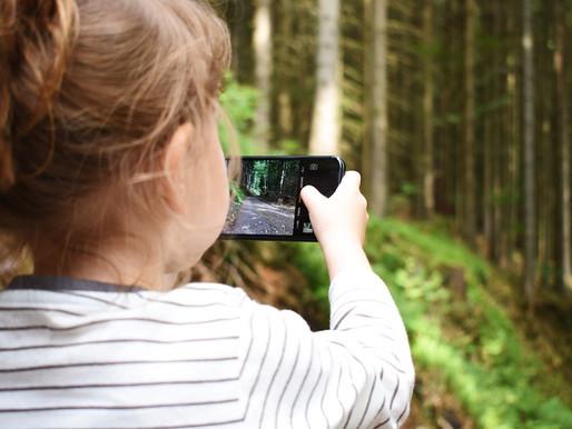 Les enfants et l'écran : à utiliser avec prudence et modération