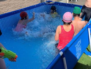暑い日のプール