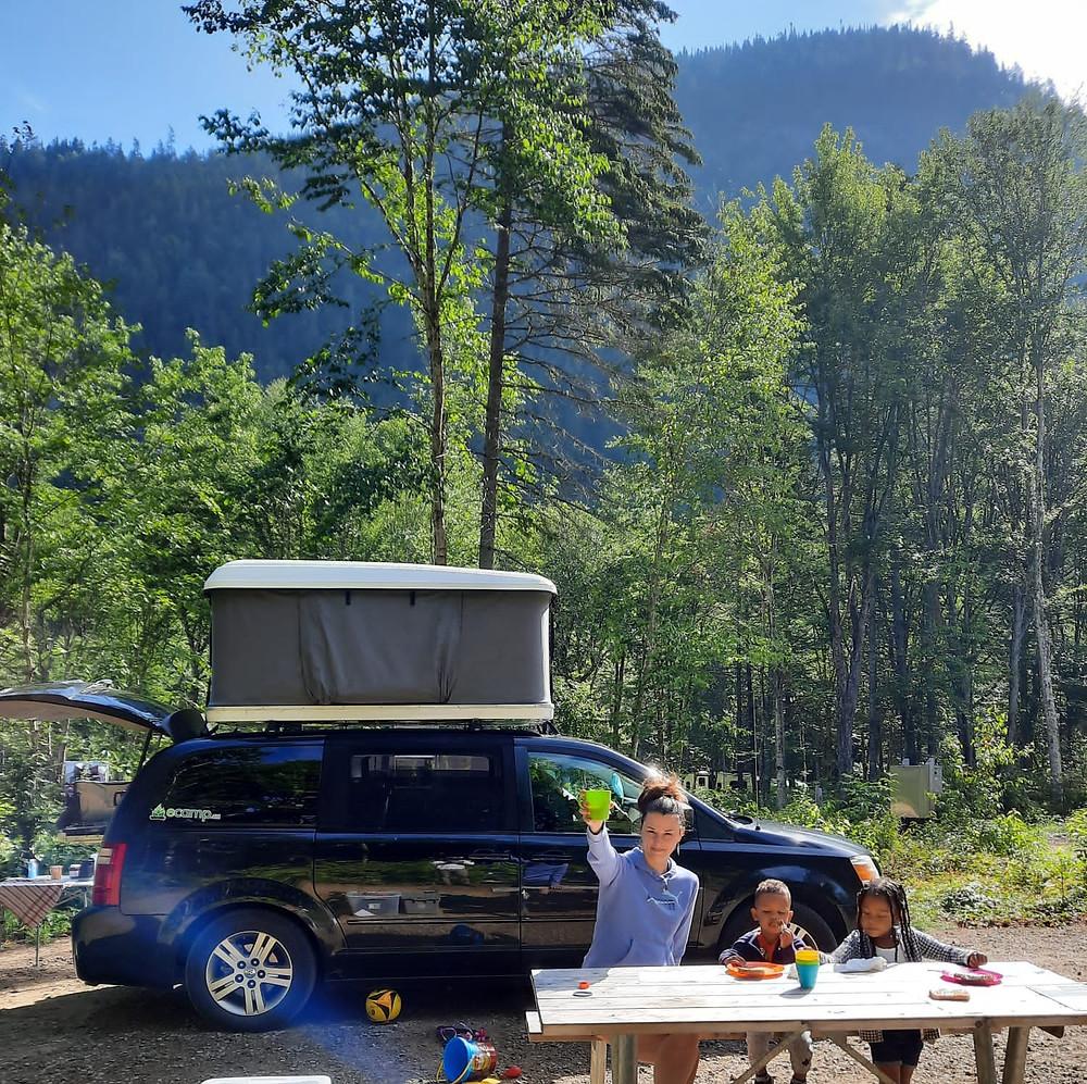 Marie-Elyse en vacances avec un ecamp en location