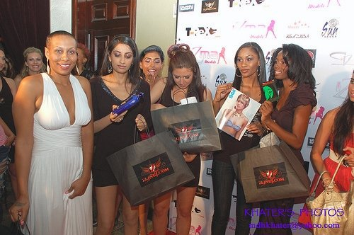 RUNWAY MODELS AND SPONSOR BAGS