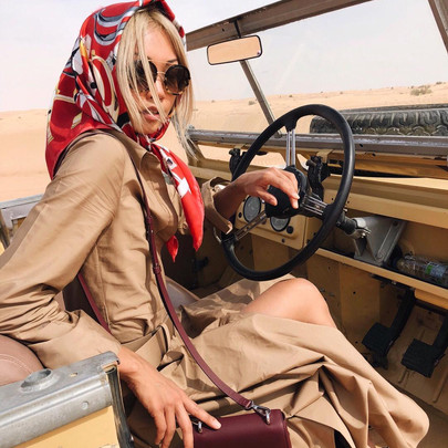 The silk scarf : Style chameleon