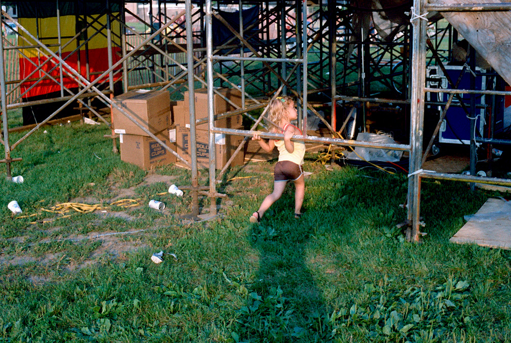 Playing Under The Stage © 1984