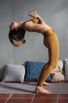 Eva_Dréano_Rhizome_yoga_Vichy_BD_(1).jpg