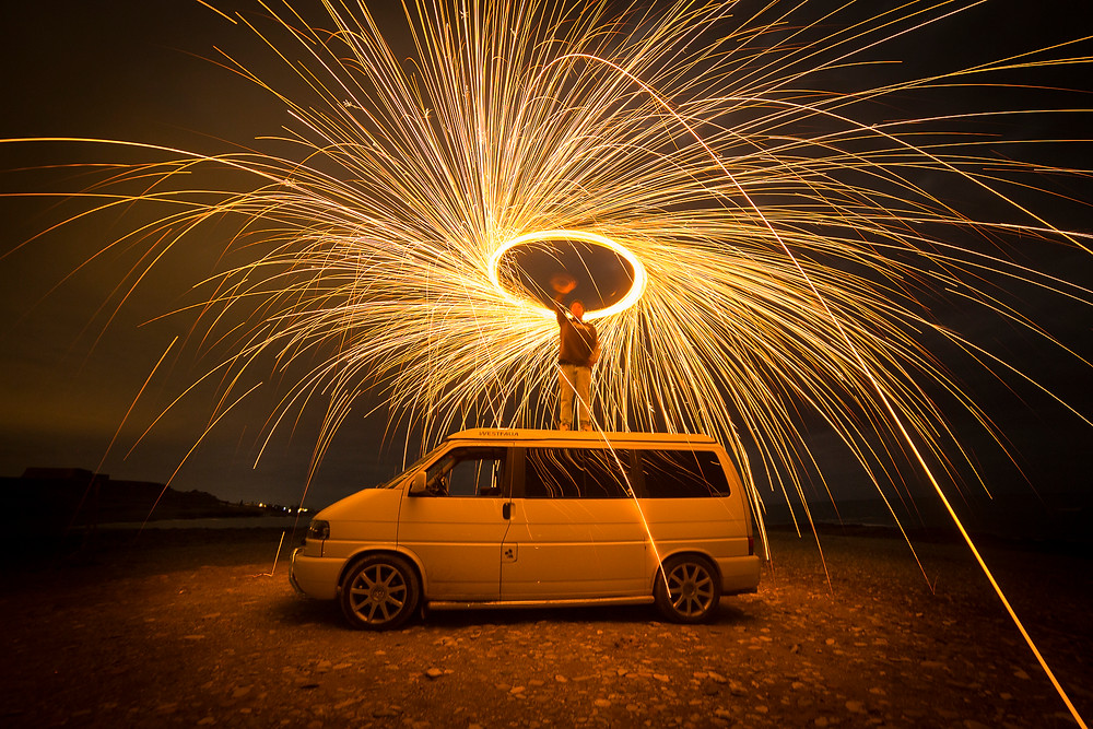 Otto en su furgoneta practicando Lightpainting