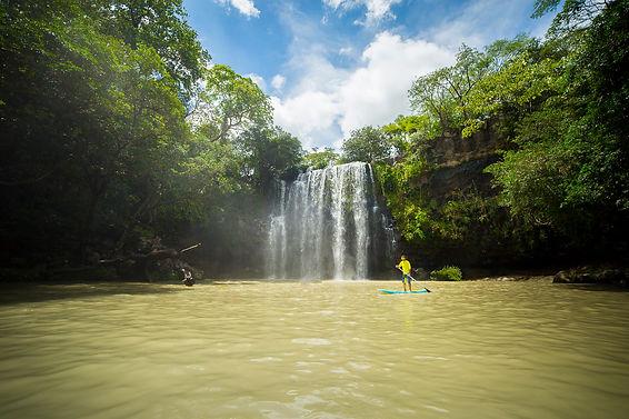 Catarata Llanos de Cortés. Costa Rica