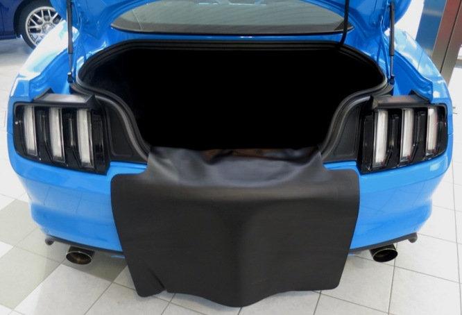 Ladekantenschutz Kunstleder anthrazit für Mustang GT V8/EcoboostCoupe/Convertibl
