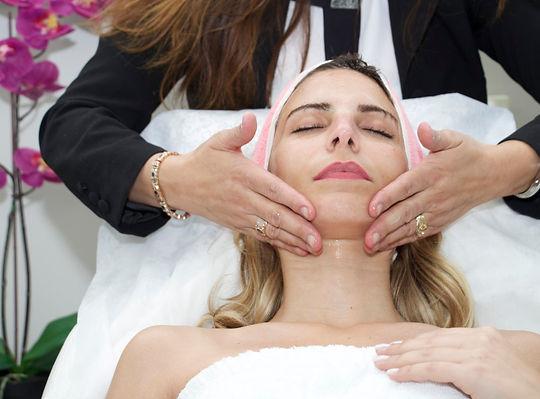 אור לעור - סוזי נחמן -טיפול פנים טכנולוגי