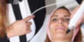 טיפול פנים למיצוק העור RF_ אור לעור טכנו