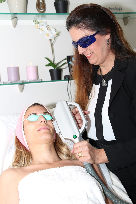 אור לעור מציע הסרת שיער מהפנים טיפול הדגמה חינם