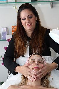 טיפול פנים יופי מזותרפיה  מפנק-סוזי נחמן