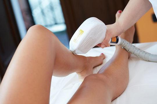 הסרת שיער ברגליים בלייזר- אור לעור - סוזי נחמן