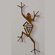 Metal art piece that looks like a frog titled Hyla by Brian Bystedt