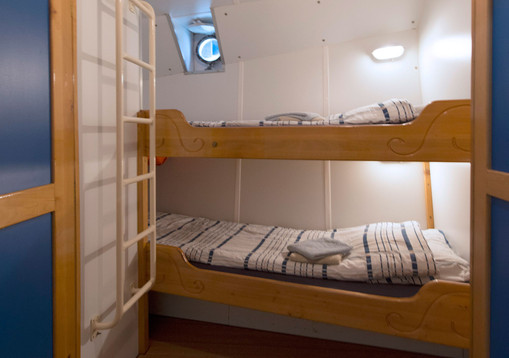 Flying-Dutchman_Cabin1.jpg