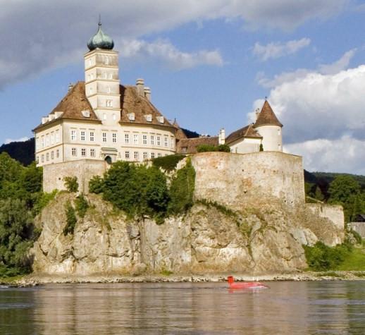 Schloss-Schönbühel.jpg