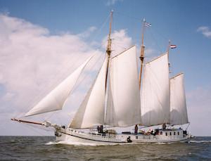 Elizabeth-sailing.jpg