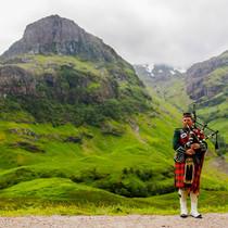 Scottish_Bagpiper_at_Glen_Coe_Scotland_-