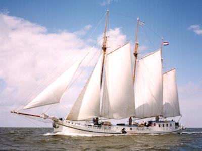 Elizabeth-sailing kopie.jpg