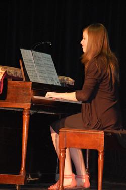 Hannah Knott piano