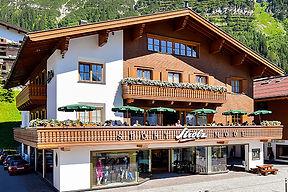 Strolz Sporthaus Lech im Sommer
