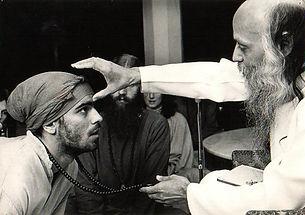 Osho and Lakshen Sucameli - Pune 1978.jp