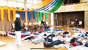 Swami Prem Paras sharing meditation for children