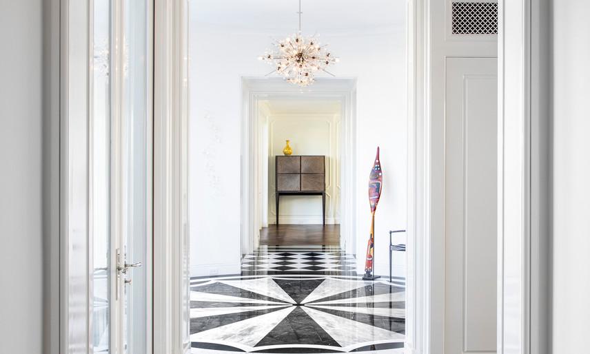 04 Front hallway 1.jpg
