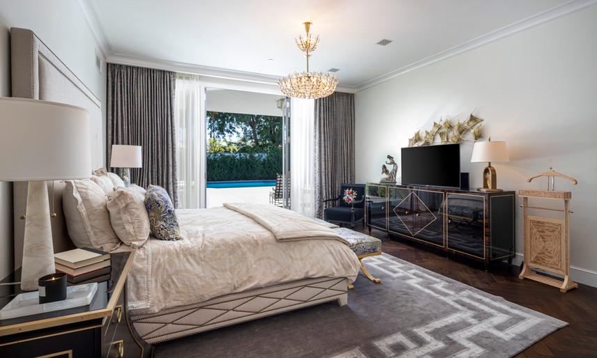 21 Master bedroom 1.jpg