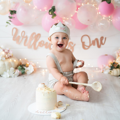 What is a Cake Smash? Cake Smash Photography Aylesbury - Poppy Carter Portraits
