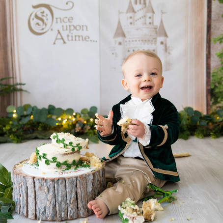 Princely Cake Smash - Poppy Carter Portraits - Buckinghamshire Family Photography