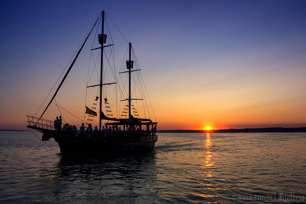 Naplemente a hajón