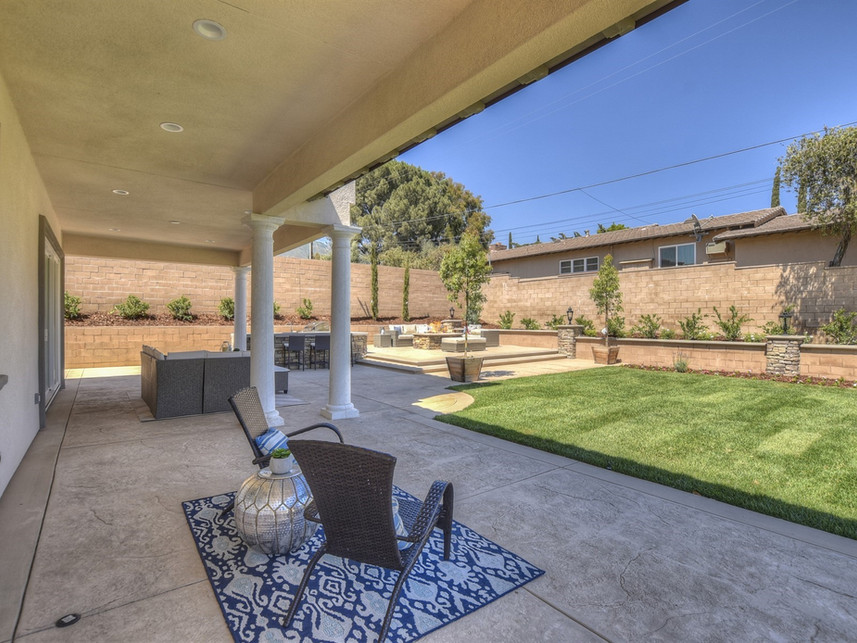 049_Covered Patio.jpg