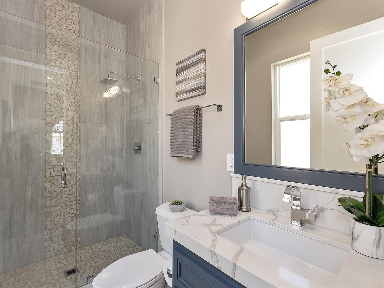 023_Suite Bath.jpg
