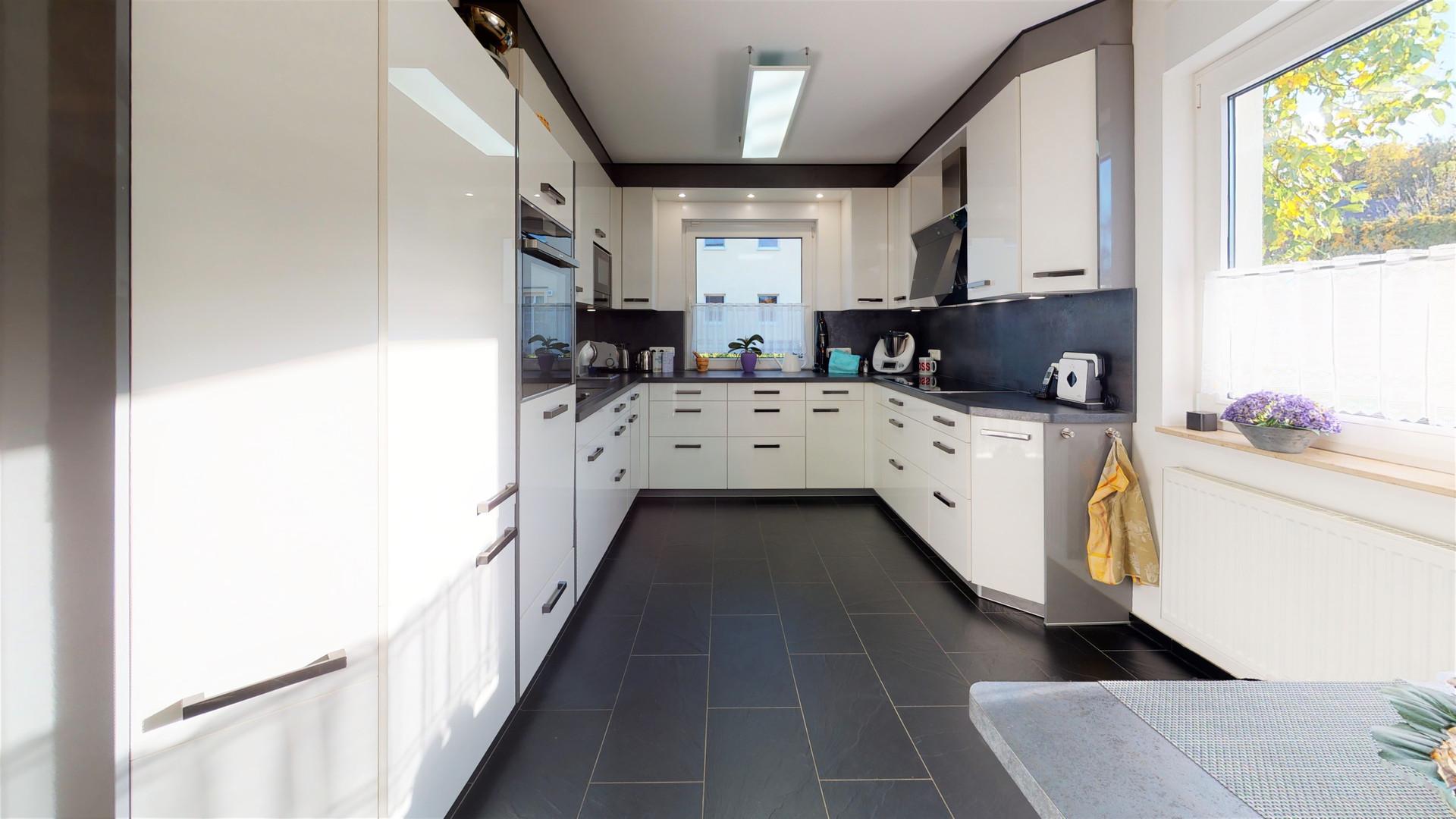 Moderne Küche EG.jpg