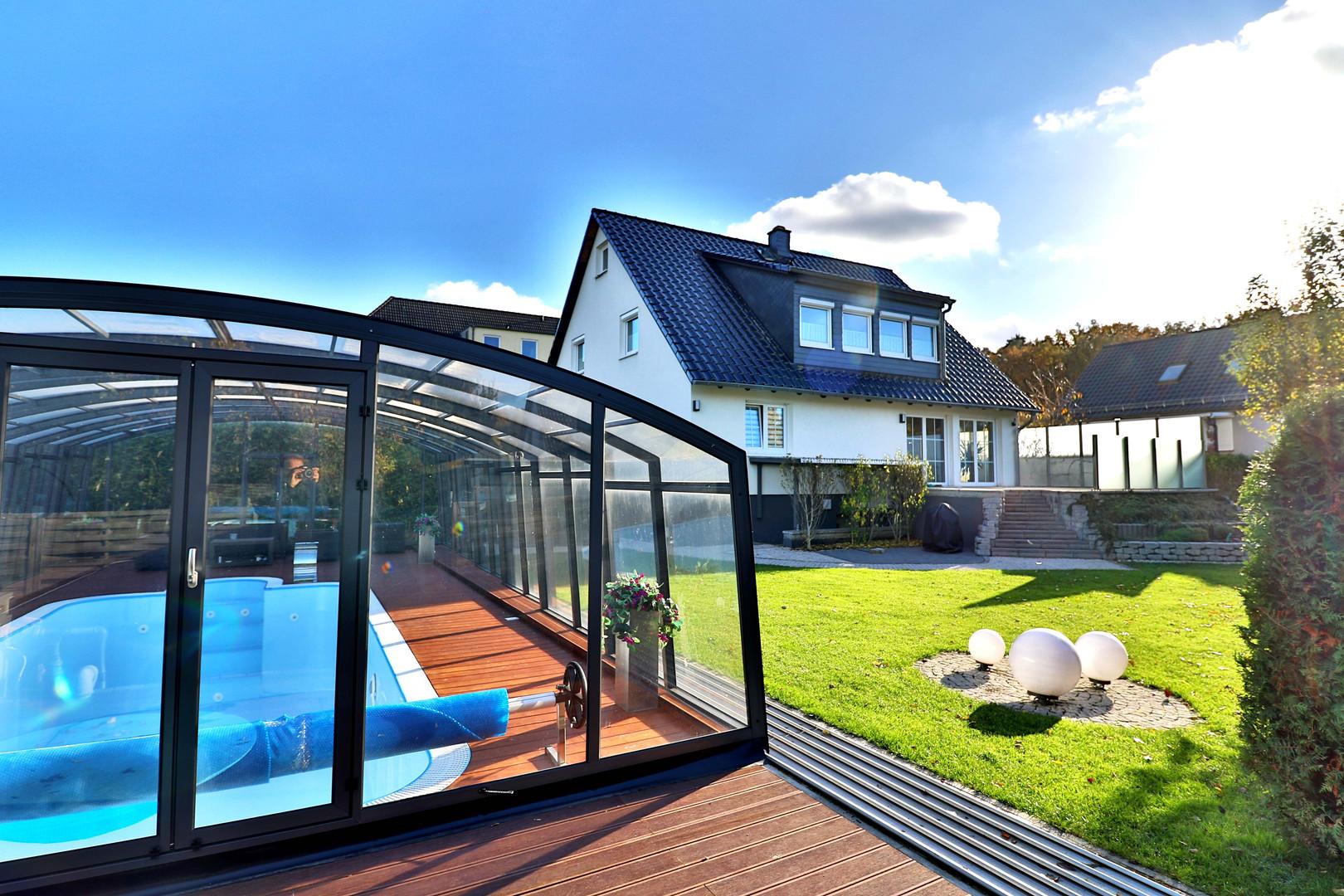 Blick v. Pool zum Haus.jpg