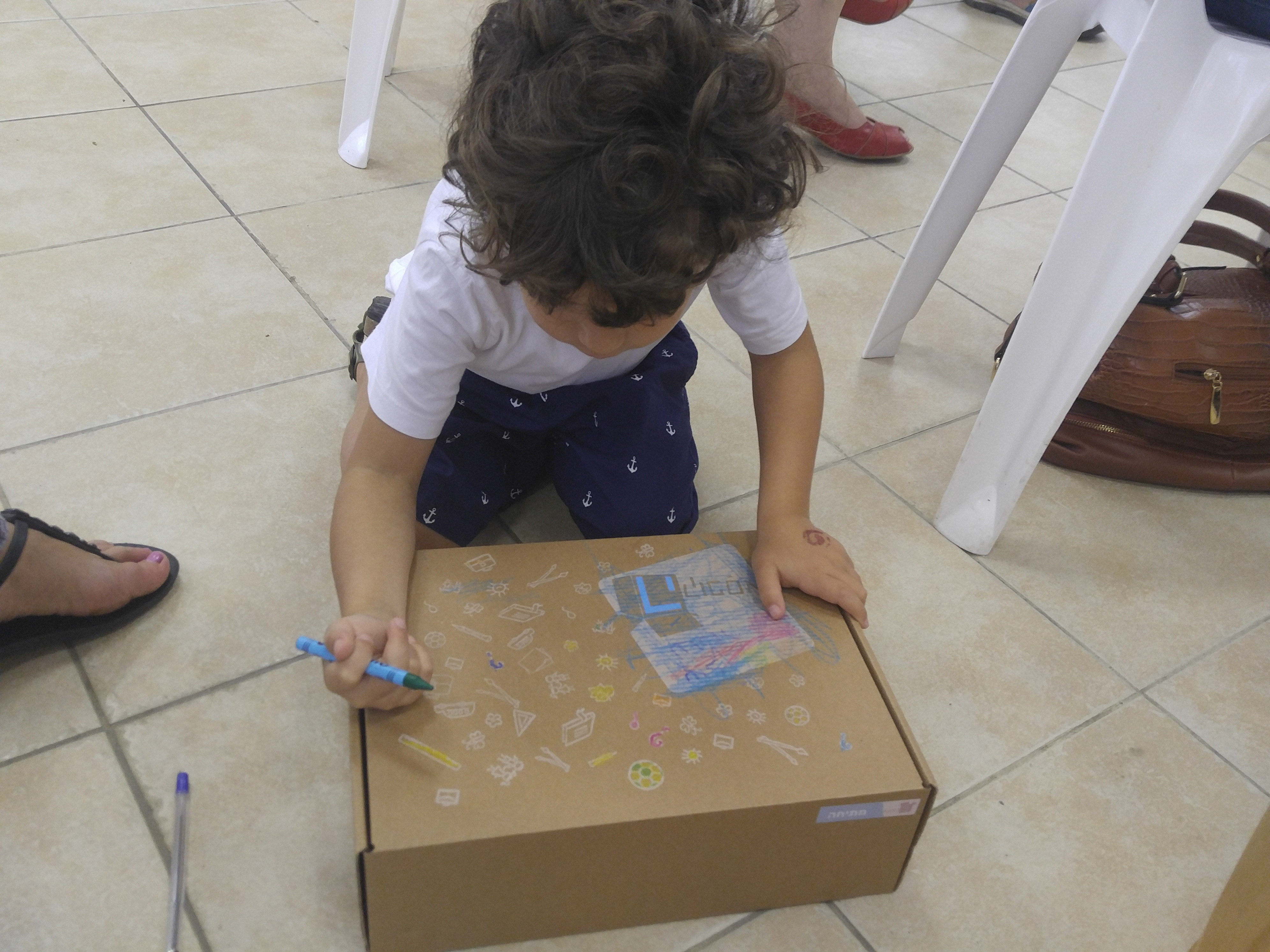 אפשר להנות גם מלצבוע את הקופסא