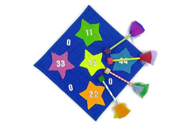 לוח מטרה כחול עם כוכבים וחיצים