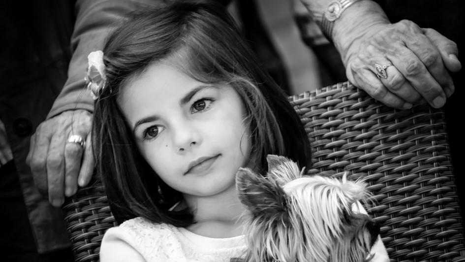 Petite fille et chien
