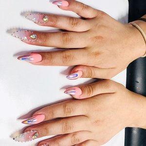 long_nails.jpg