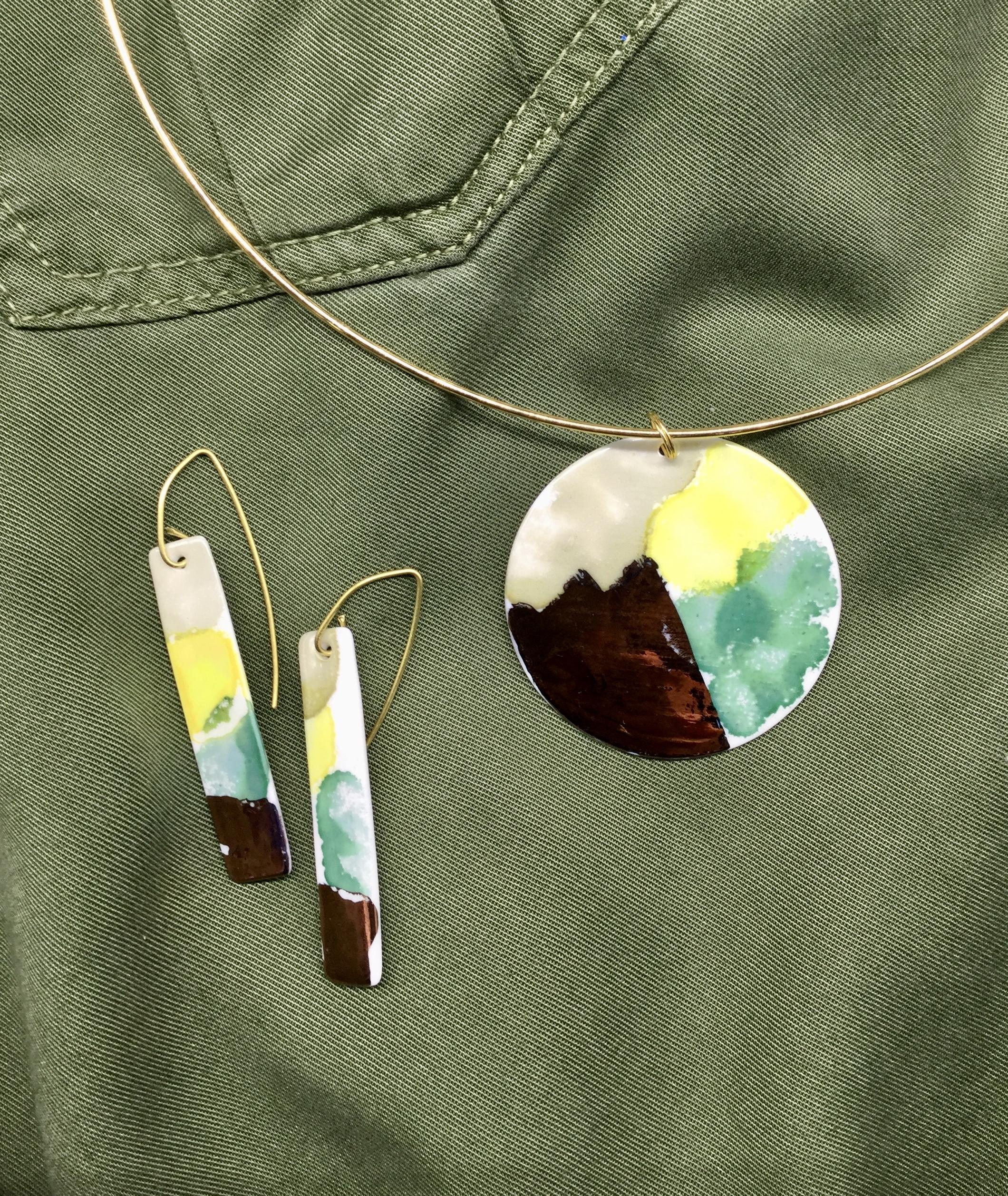 Pendentif et boucle d'oreille porcelaine