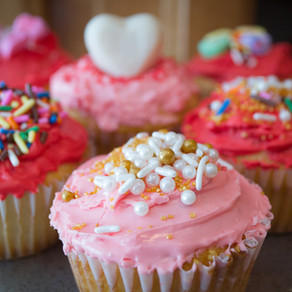 Valentine Day Vanilla Cupcakes w/ Meringue Frosting