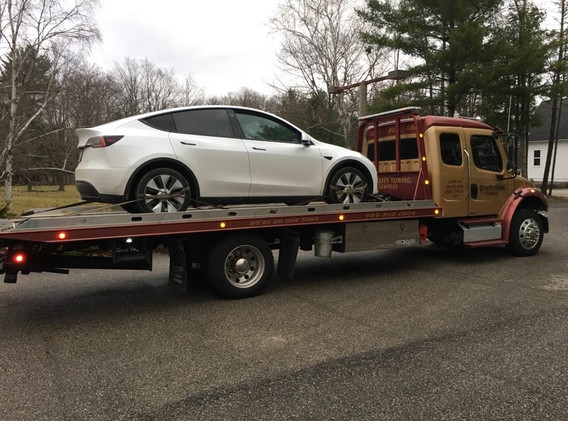 Towing & Roadside Service   Quality Towing Services   Clare, MI 48617