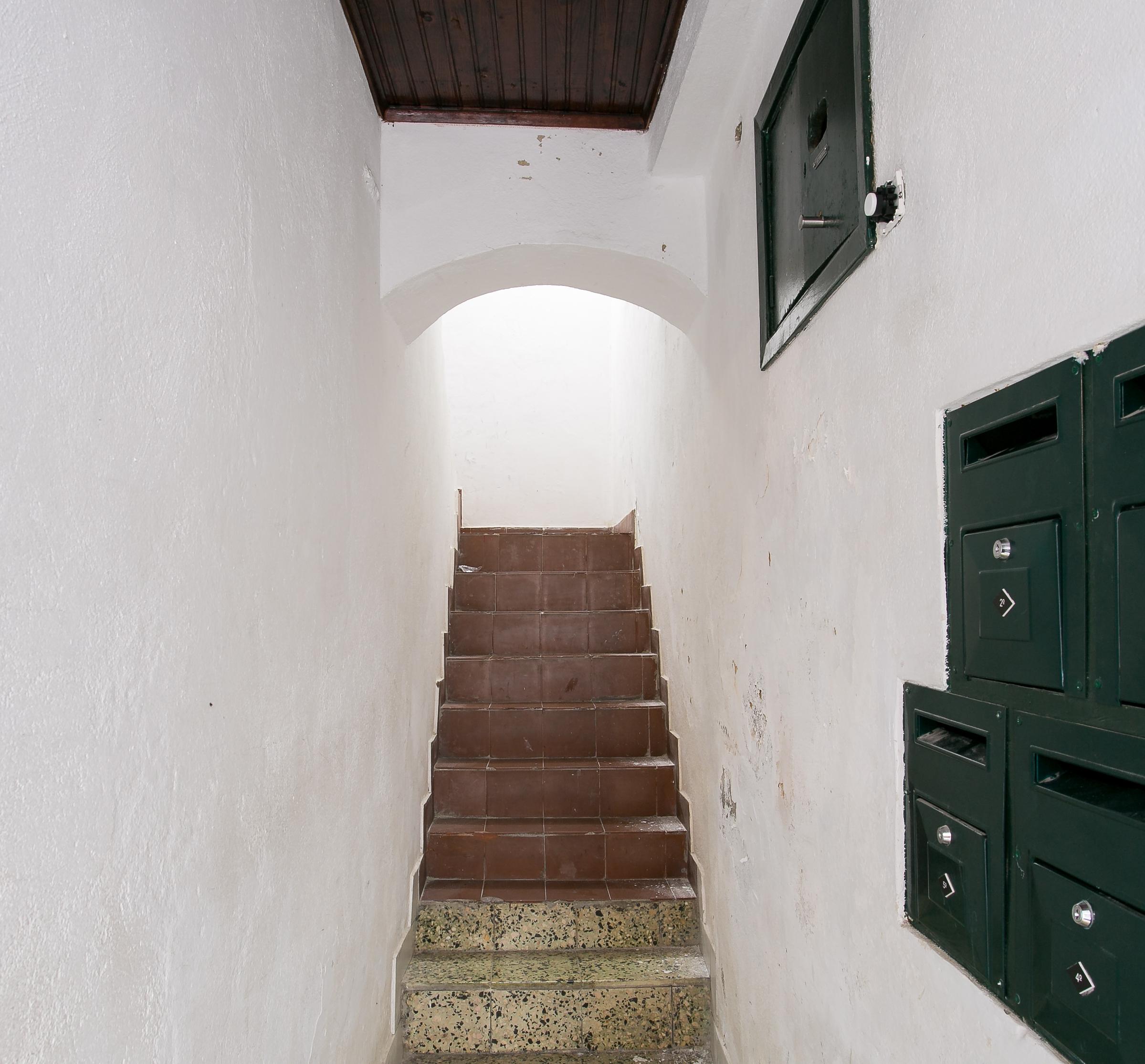 Rua da silva hallway building