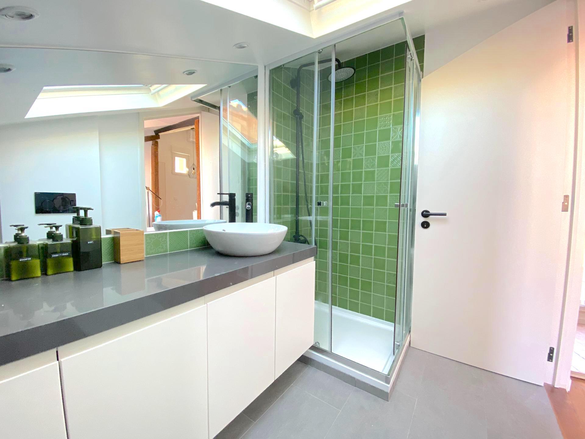 use bathroom shower