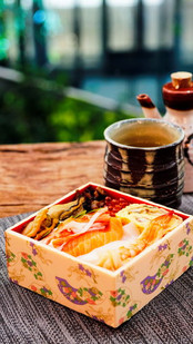 Kaisen Hako Sushi 002.jpg