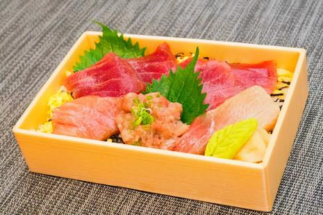 Jou Maguro Hako Sushi 001.jpg